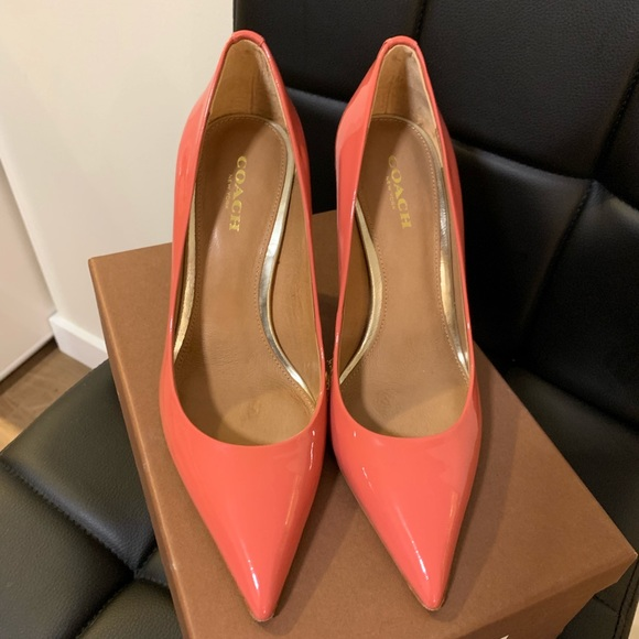 Authentic Coach Teddie Pointed Pump